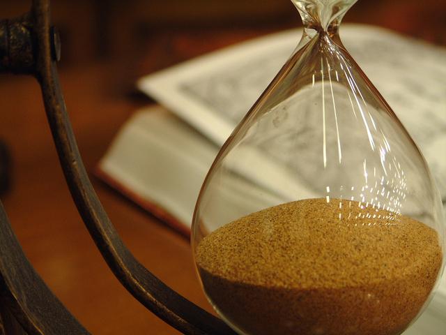 hourglass-1464401-640x480